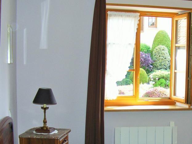 1er étage : chambre avec fenêtres ouest et sud:  lit 140x190