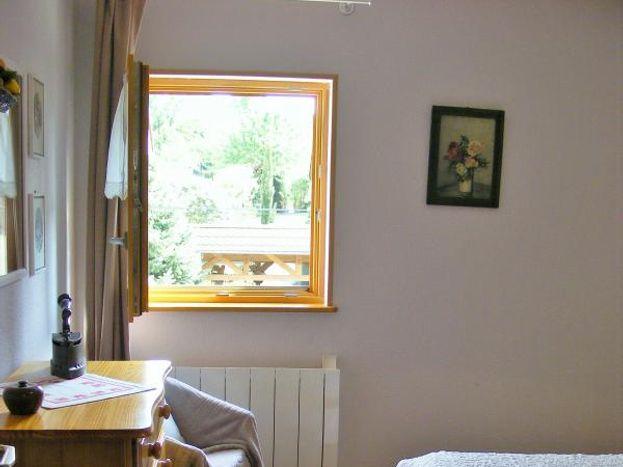 2ème étage : chambre avec fenêtre sud:  lit 140x190