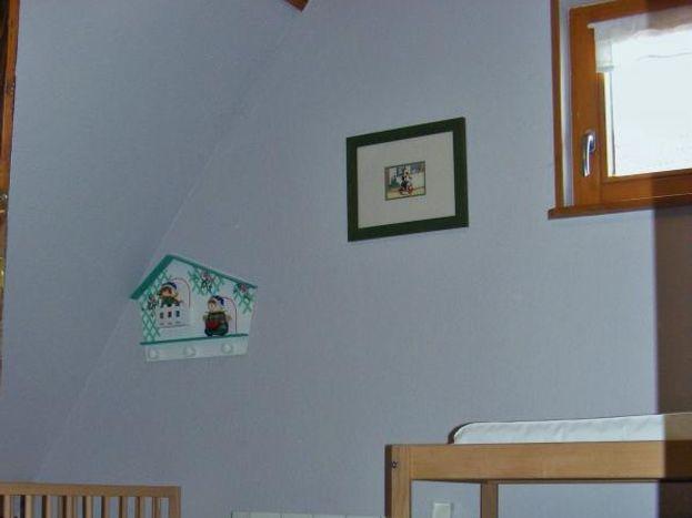 2ème étage: avec fenêtre nord, chambre Bébé:  lit, table à langer, chaise enfant, baignoire,