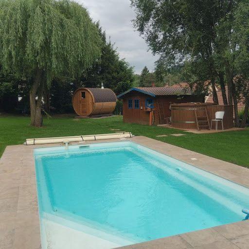 Notre nouvelle piscine avec Jacuzzi et sauna
