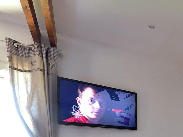 Télé grand écran plat
