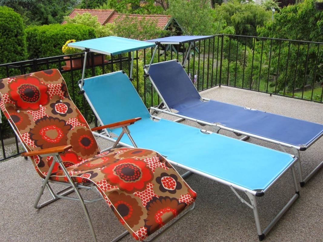 3 chaises longues à disposition