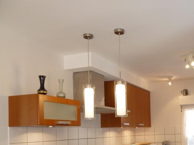 cuisine bien équipée avec four, lave-vaisselle, micro onde, senséo, robot ménager, ...