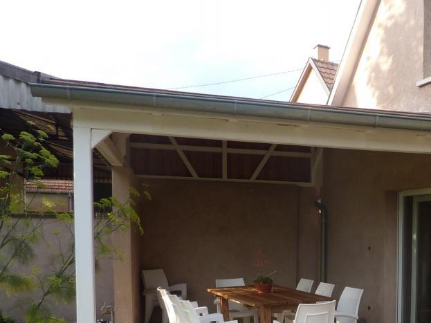 grande terrasse couverte pour profiter des douces soirées