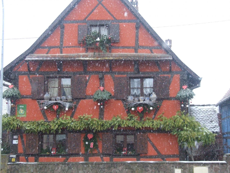 Maison sous la neige