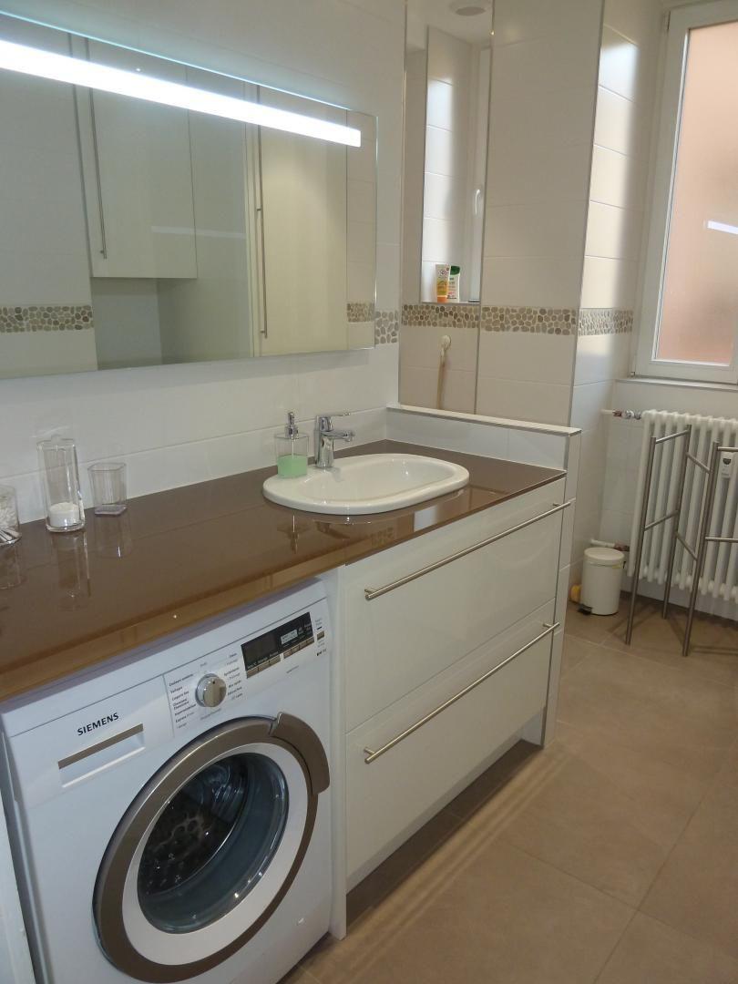 salle d'eau, douche à l'italienne, machine à laver et sèche linge Siemens