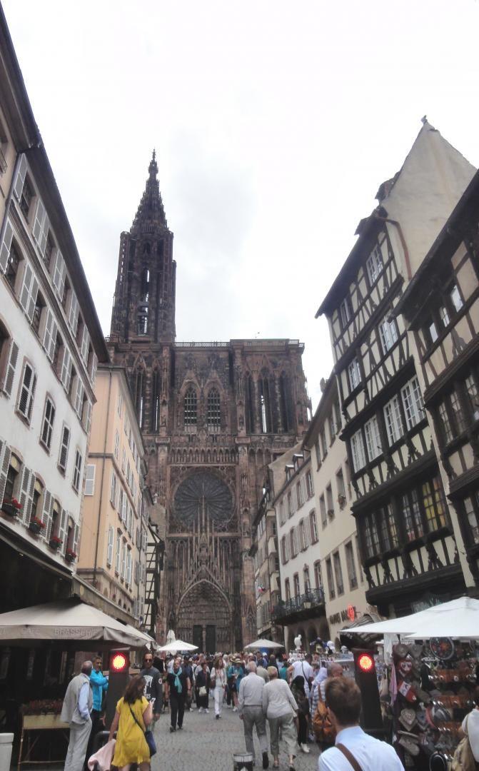 cathédrale depuis la place Gutenberg à 250 m de 'l'appartement