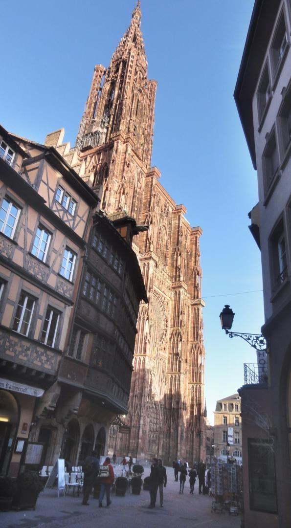 cathédrale depuis la rue des Hallebardes à 250 m de l'appartement