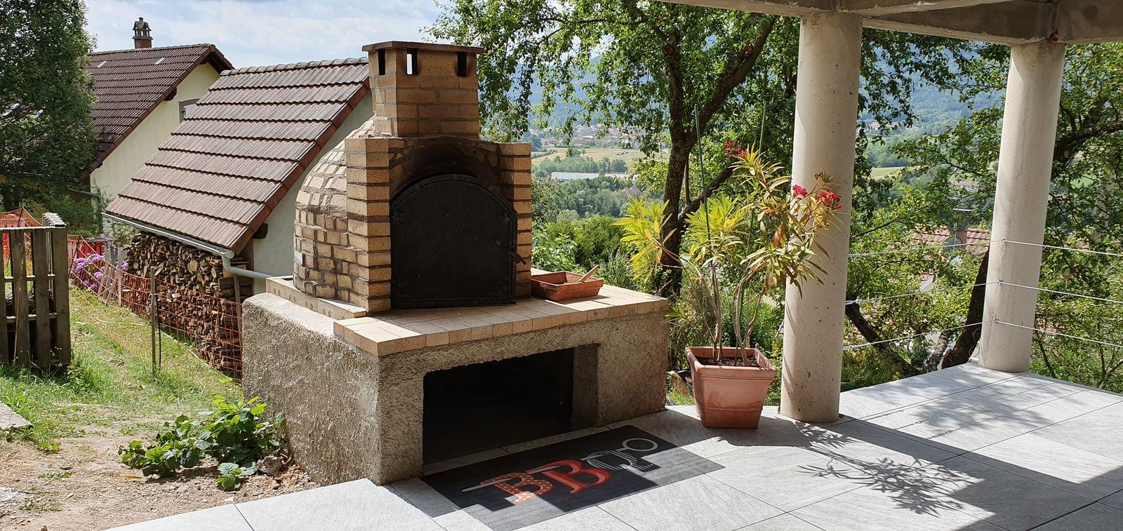 Espace terrasse et four à pain-pizza, barbecue