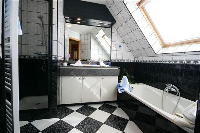Salles de bain chambre  STE ODILE et  HAUT KOENIGSBOURG