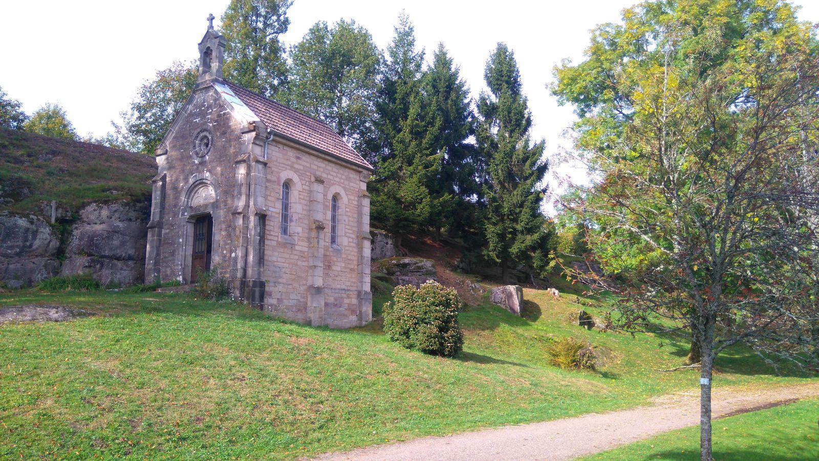Chapelle Saint Colomban (commune Ste Marie en Chanois) très beau site touristique: calme, tranquilité, camping .