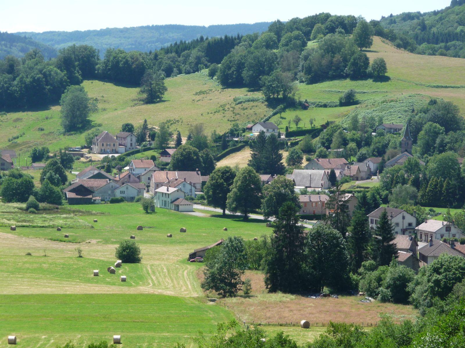 Le village de Corravillers : Point de départ pour l'arrivée au gîte.