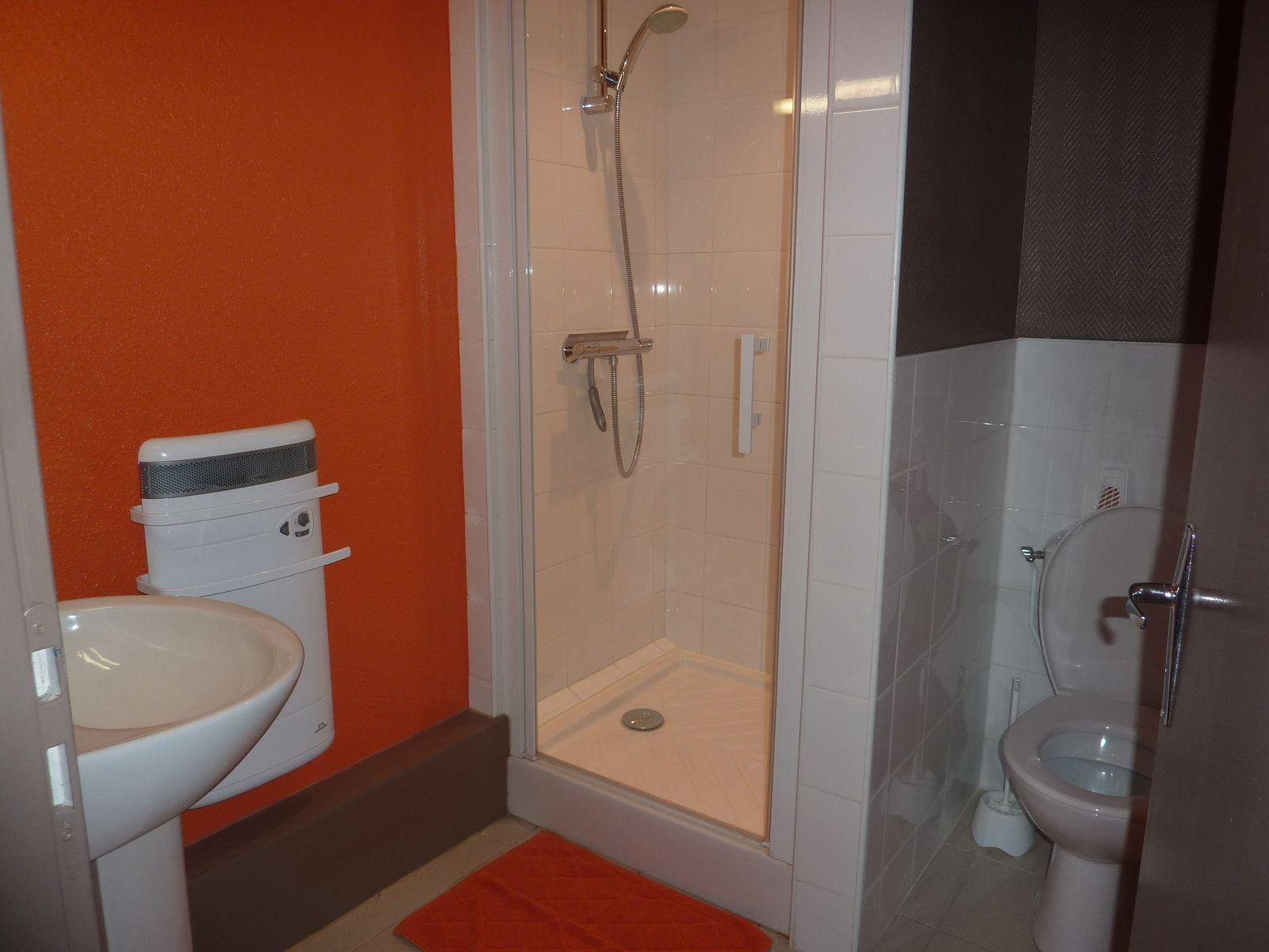 """La salle de bain """"Orange"""""""