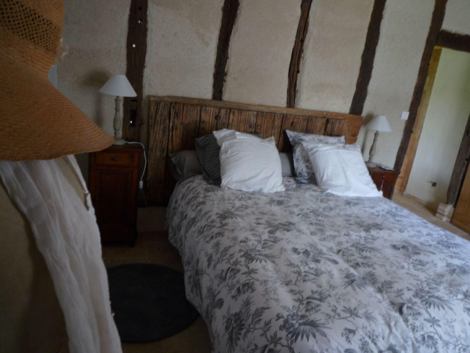 Lit 160 avec tête de lit: Porte du gite d'origine 18 e siècle