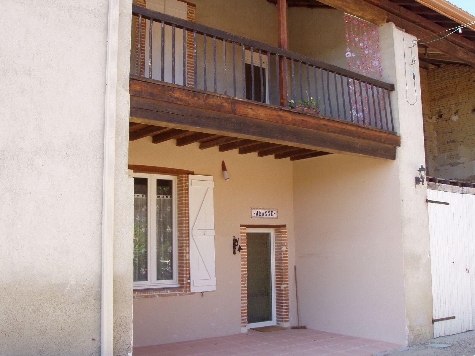 Entrée et balcon