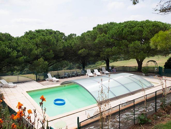 piscine commune chauffée avec couverture amovible
