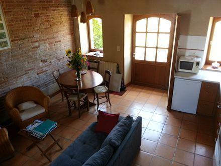 un intérieur cosy qui associe salon et espace repas