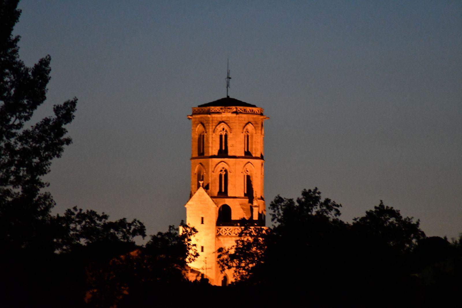 clocher s'illumine