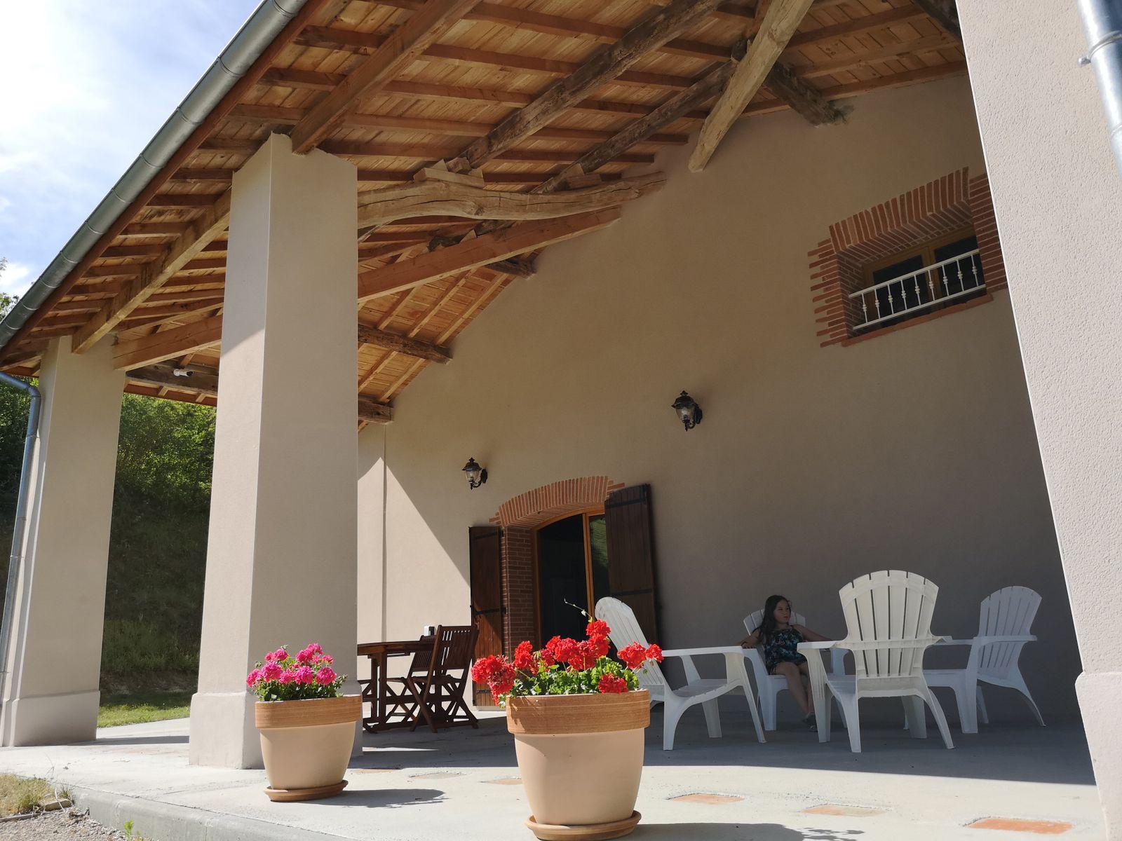 Grande terrasse couverte privée
