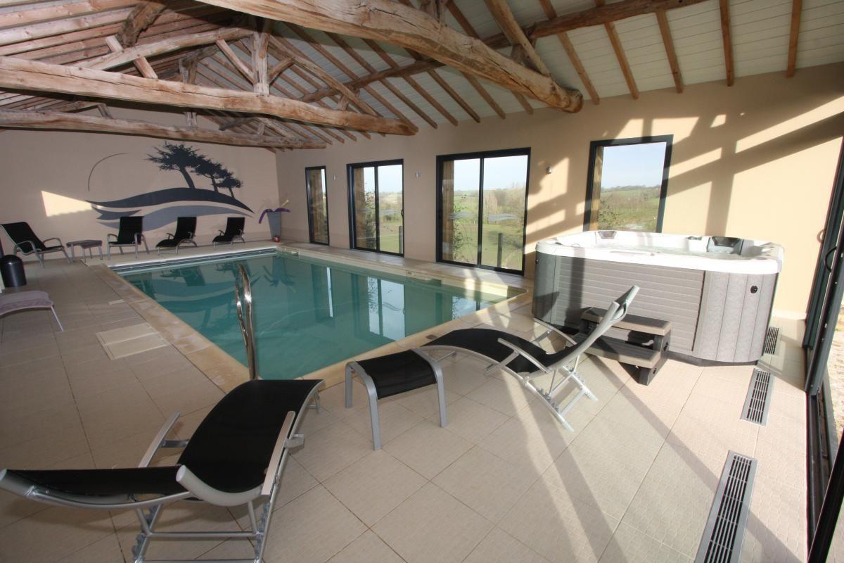 piscine privée intérieure  chauffée toute l'année