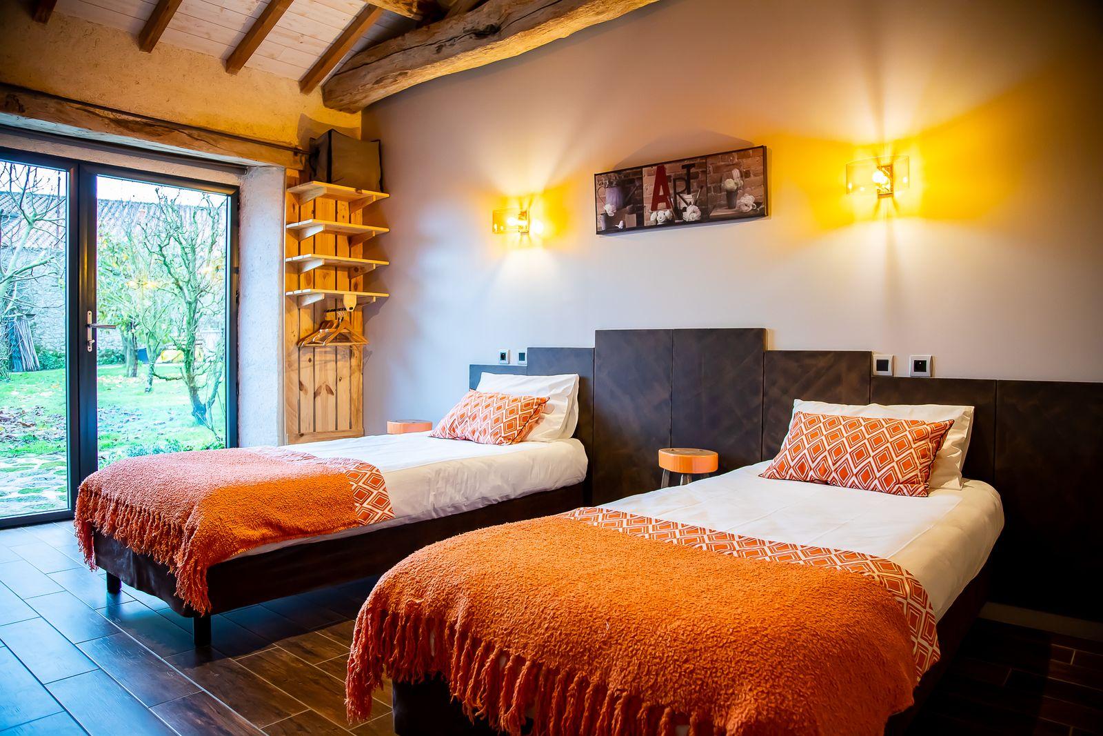 chambre orange version 2 lits simple de 90/200 cm