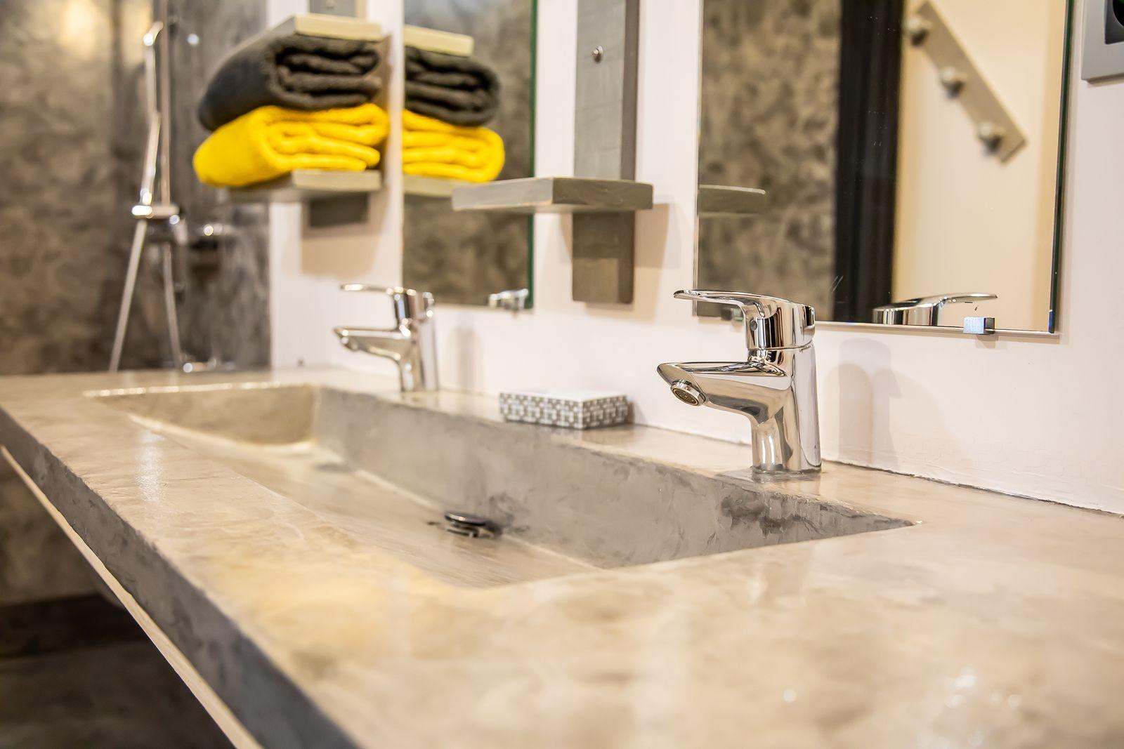 lavabo béton ciré au Gîte la Godetière