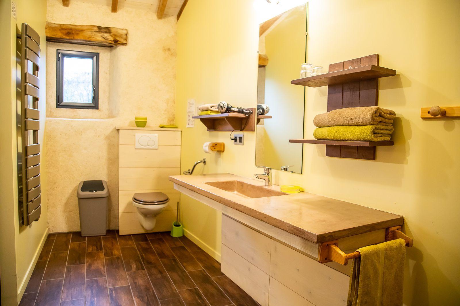 WC et lavabo accessible PMR