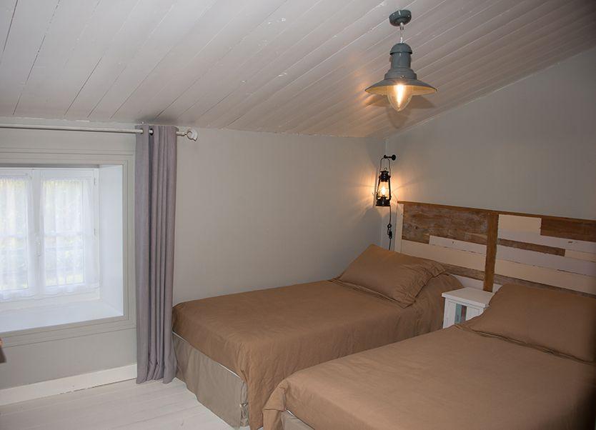 La chambre enfant : les 2 lits peuvent se regrouper et former un grand lit