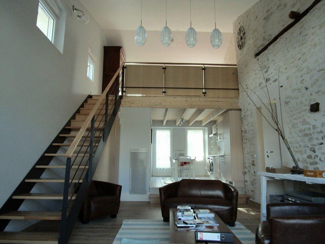 L'escalier mène à la chambre