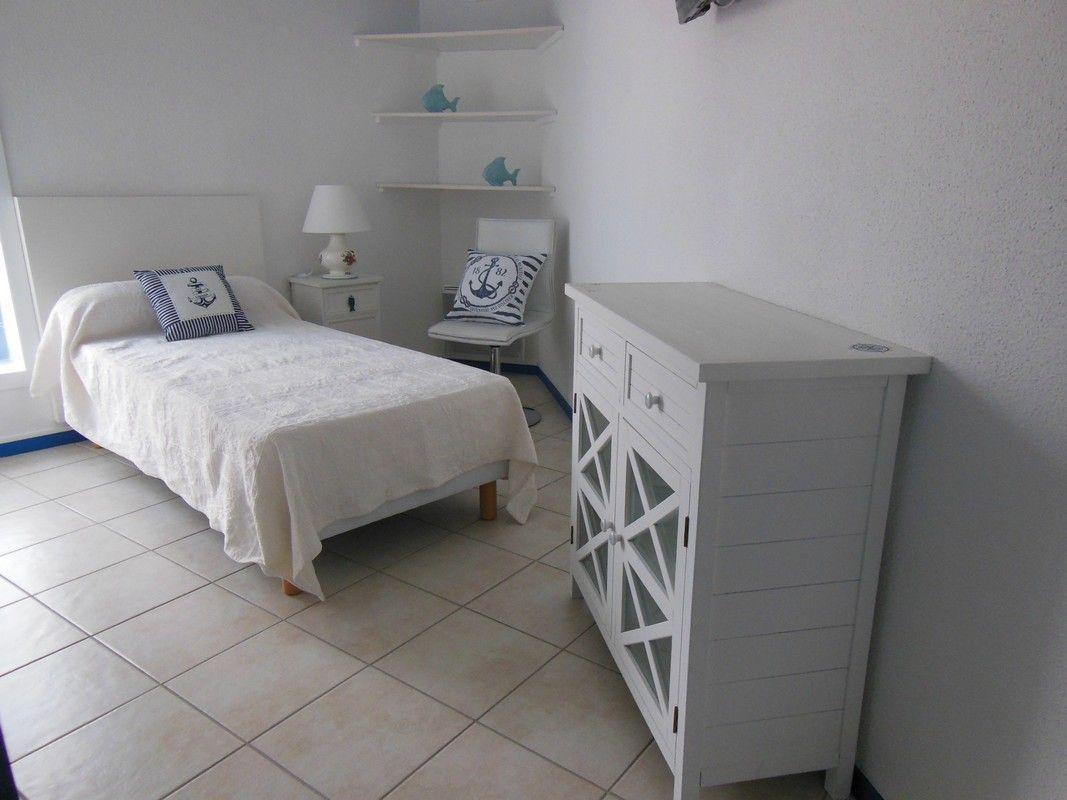 Chambre : lit 90 cm