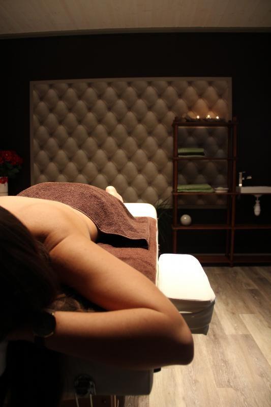 Salle de massage, sur réservation. Nous contacter