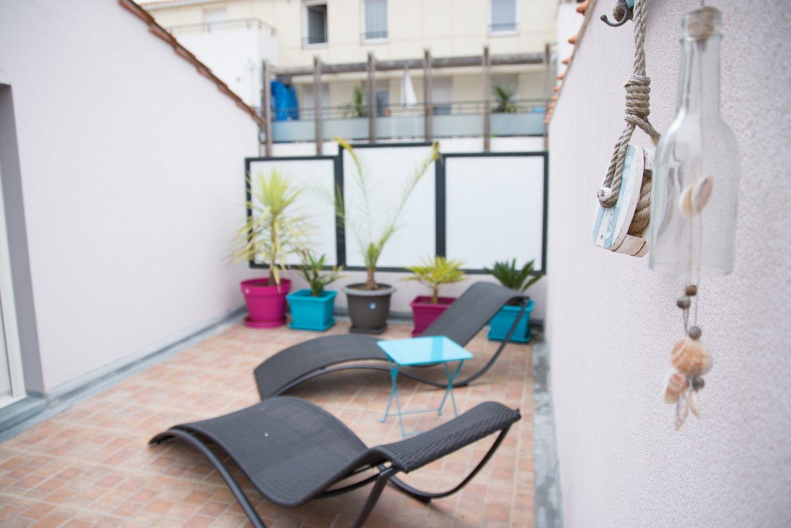 Bain de soleil sur la terrasse