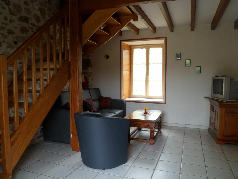 Salon avec accès mezzanine