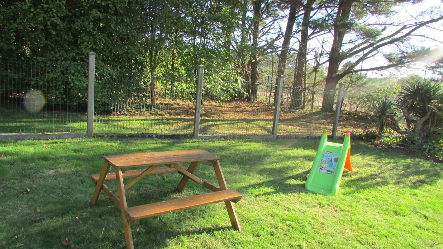 Jardin clos espace enfants