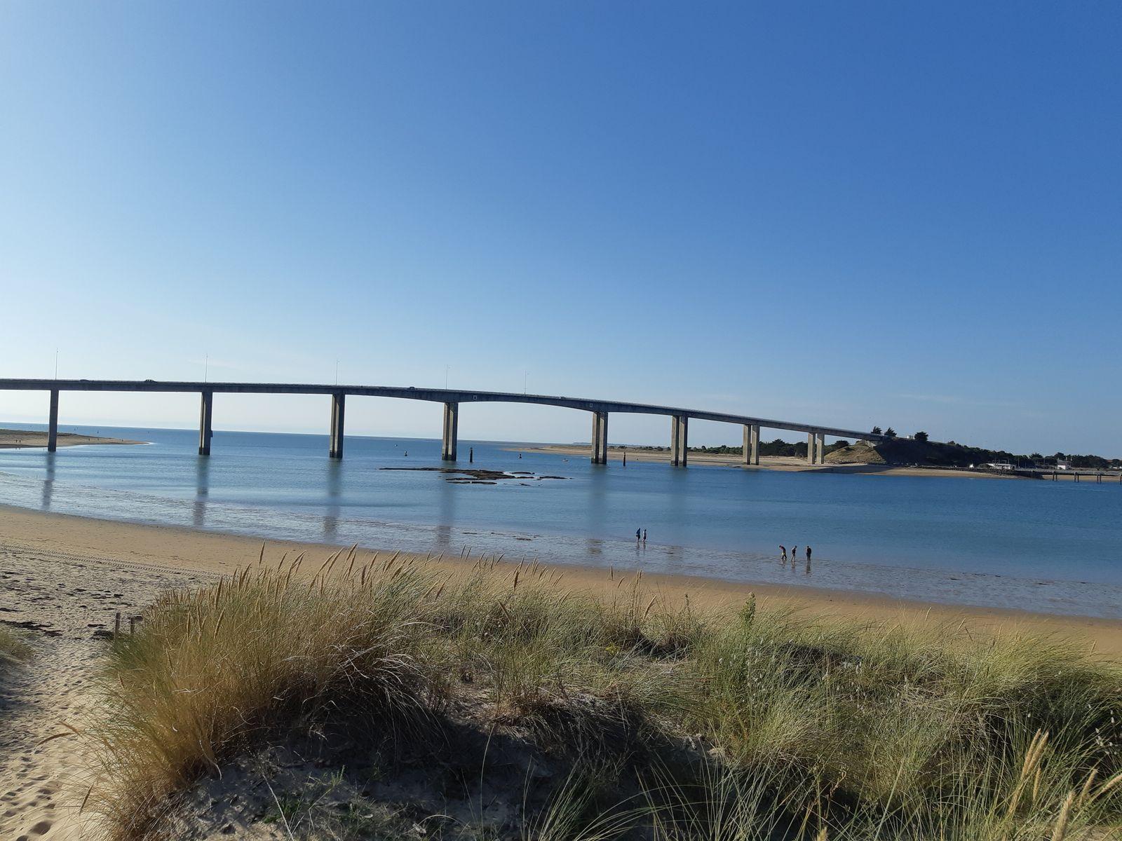 Ile de Noirmoutiers à 20 kms par le pont.