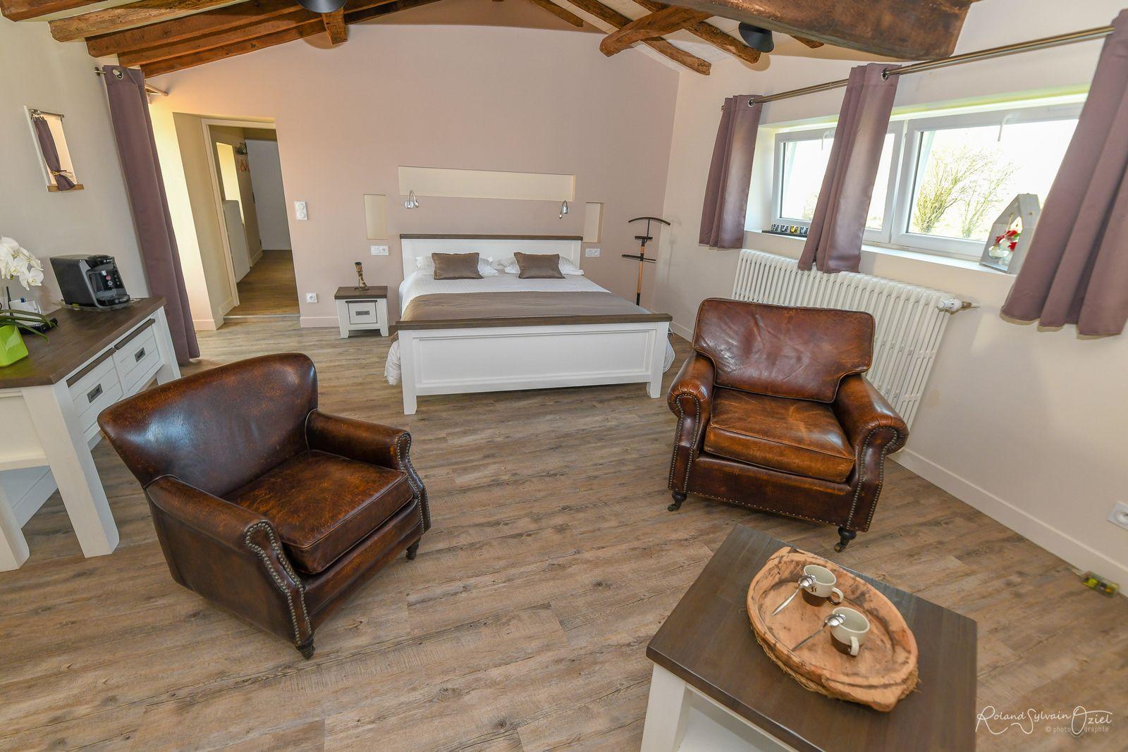 CHAMBRE 1 de 25 m2 avec lit large de 160.
