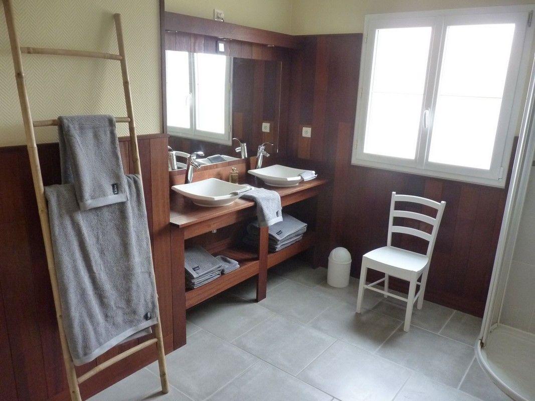 Salle de bains et douches - RDC
