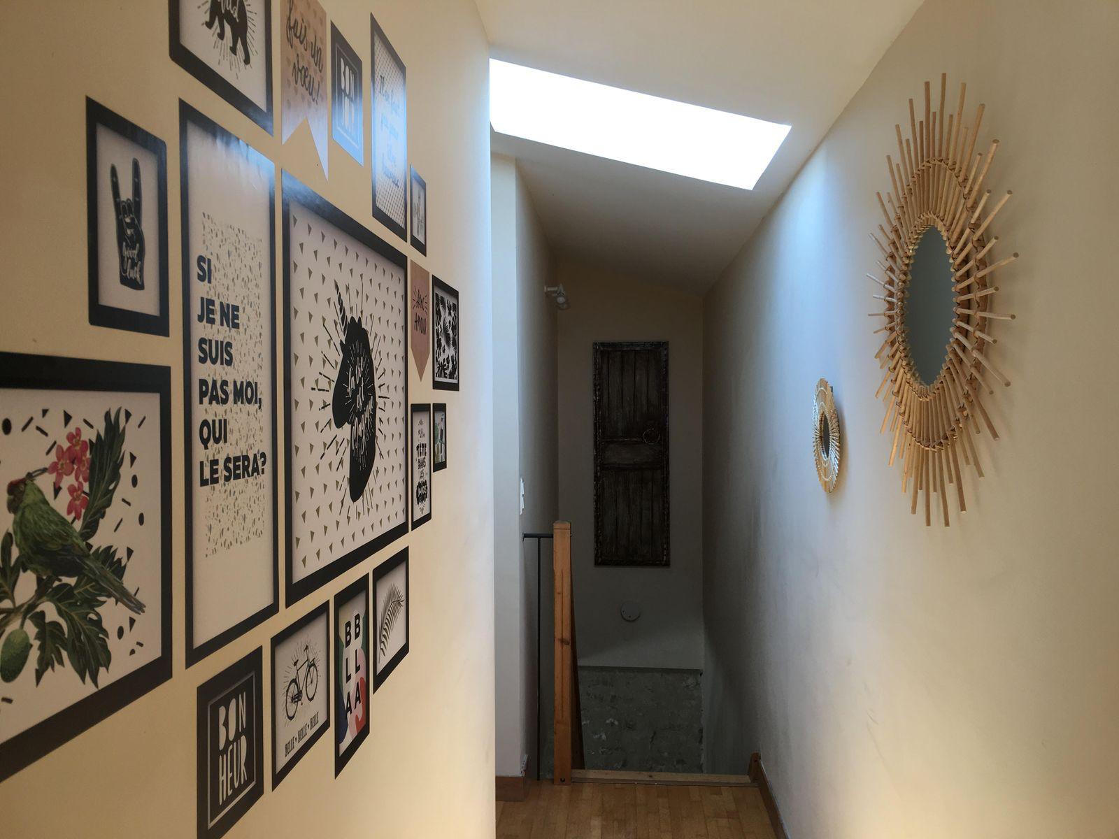 Vue couloir desservant les chambres de l'étage
