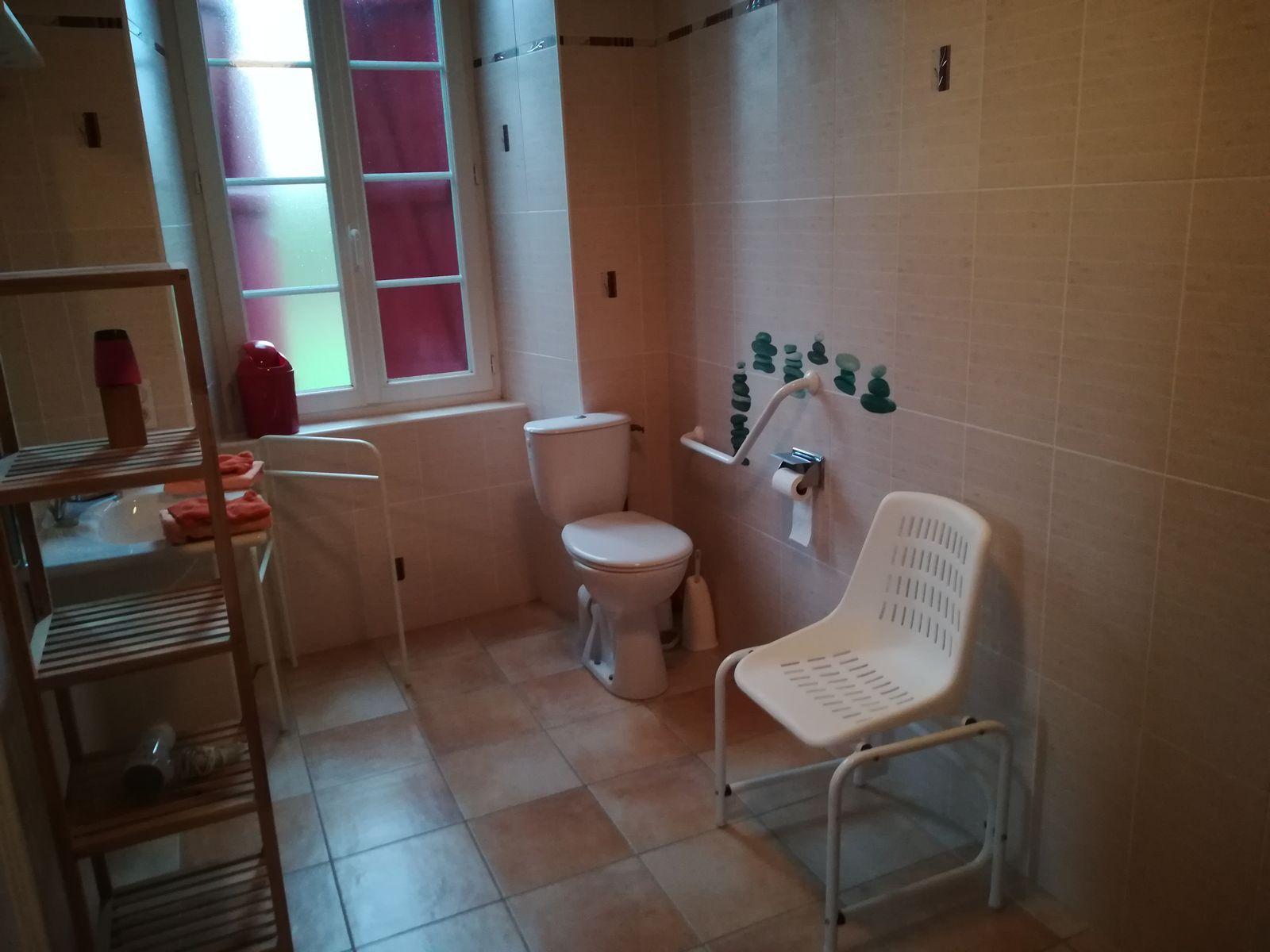 Autre vue de la salle d'eau de la chambre Aubépine