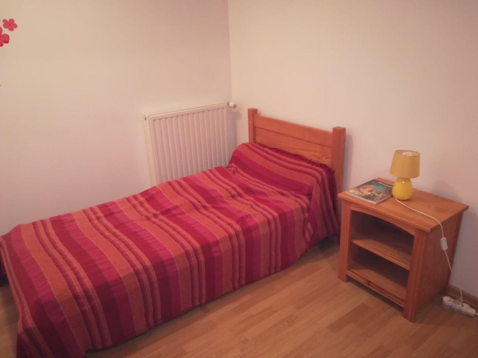 L'un des petits lits de la chambre Amaryllis