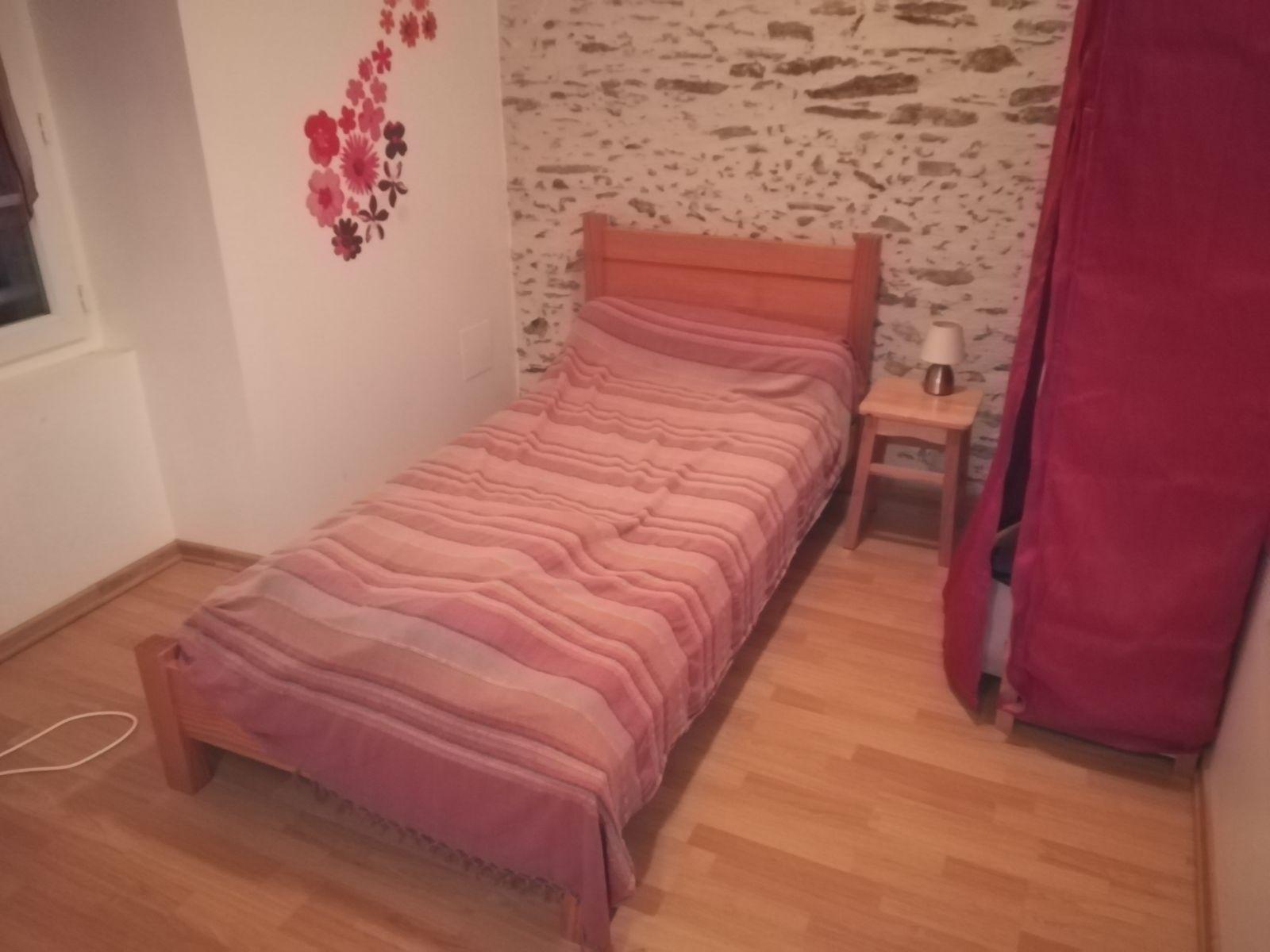L'autre petit lit de la chambre Amaryllis