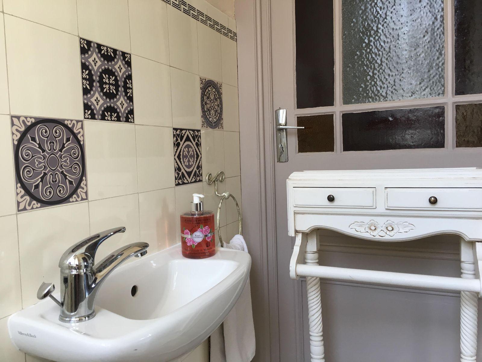 """Toilettes privatives de la chambre """"Rose des Vents"""""""