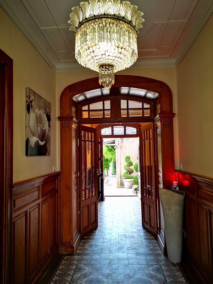 Entrée principale de La Villa des Roses