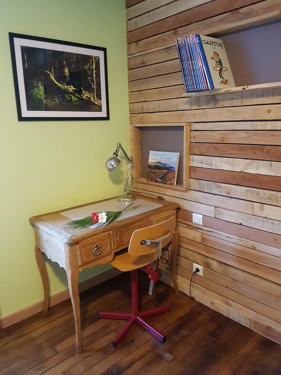 Le bureau de la chambre verte afin d'écrire vos lettres et cartes postales