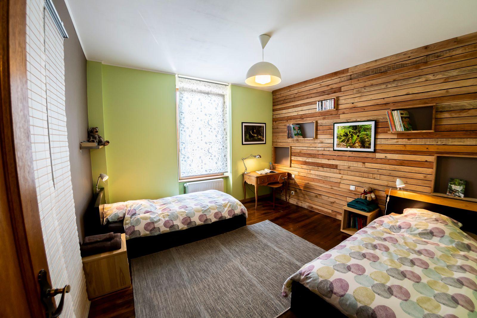 La chambre verte avec des photos des Vosges prises nous-mêmes