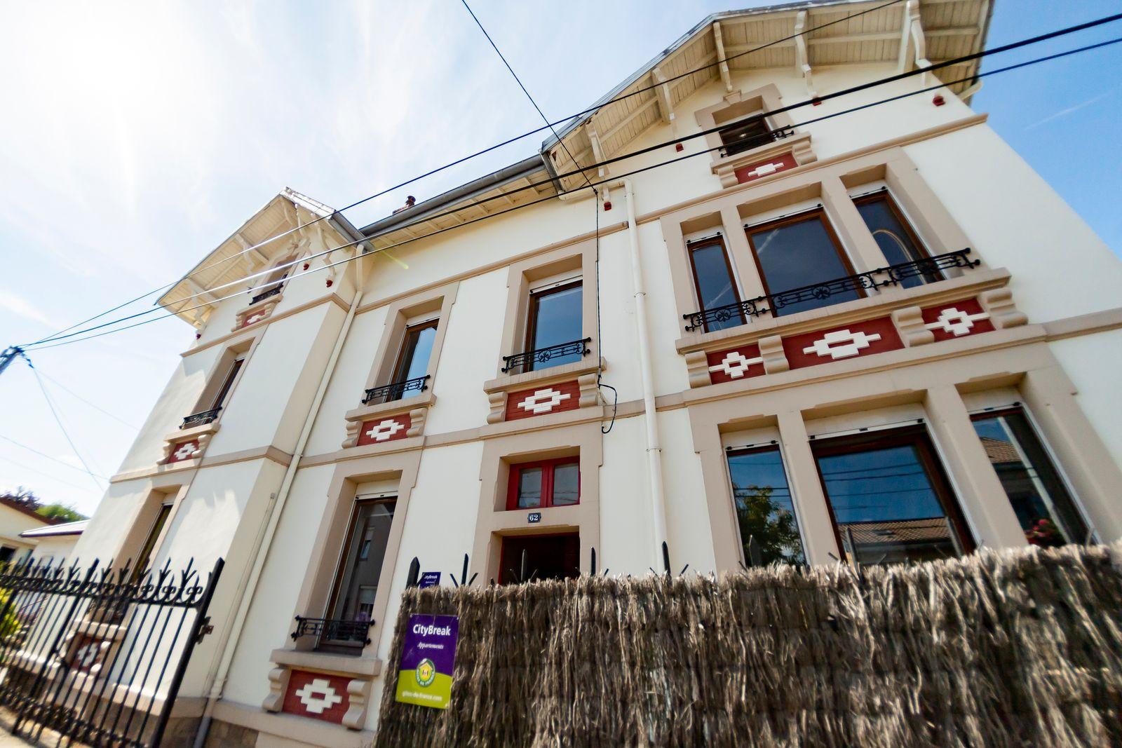 La façade de la maison, le gîte est au rez-de-chaussée