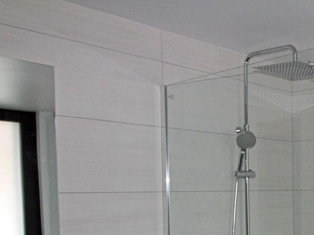 Salle de bain rez-de-chaussée PMR